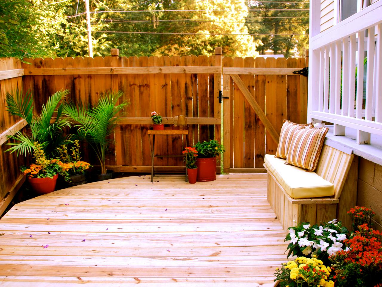 unique small deck ideas